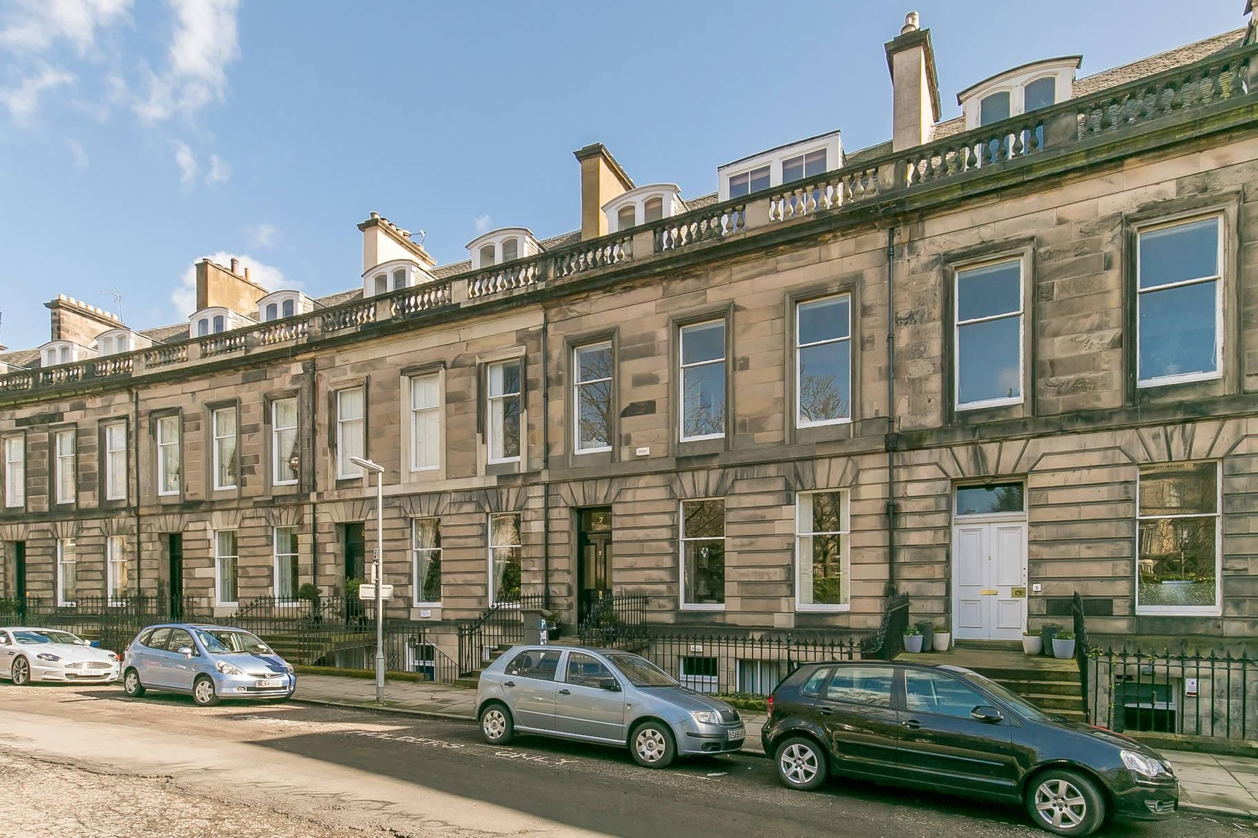 7/2 Lansdowne Crescent, West End