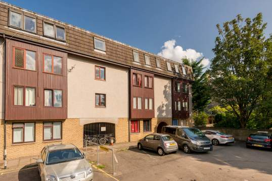 43/8 Lochrin Place, Tollcross, Edinburgh, EH3 9RB