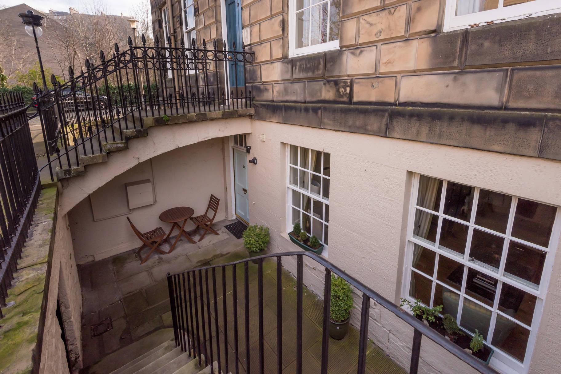 2A Carlton Street, Stockbridge, Edinburgh, EH4 1NJ