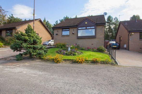 Detached Bungalow  for sale: 47 Kirkfield View, Livingston, EH54 7BS