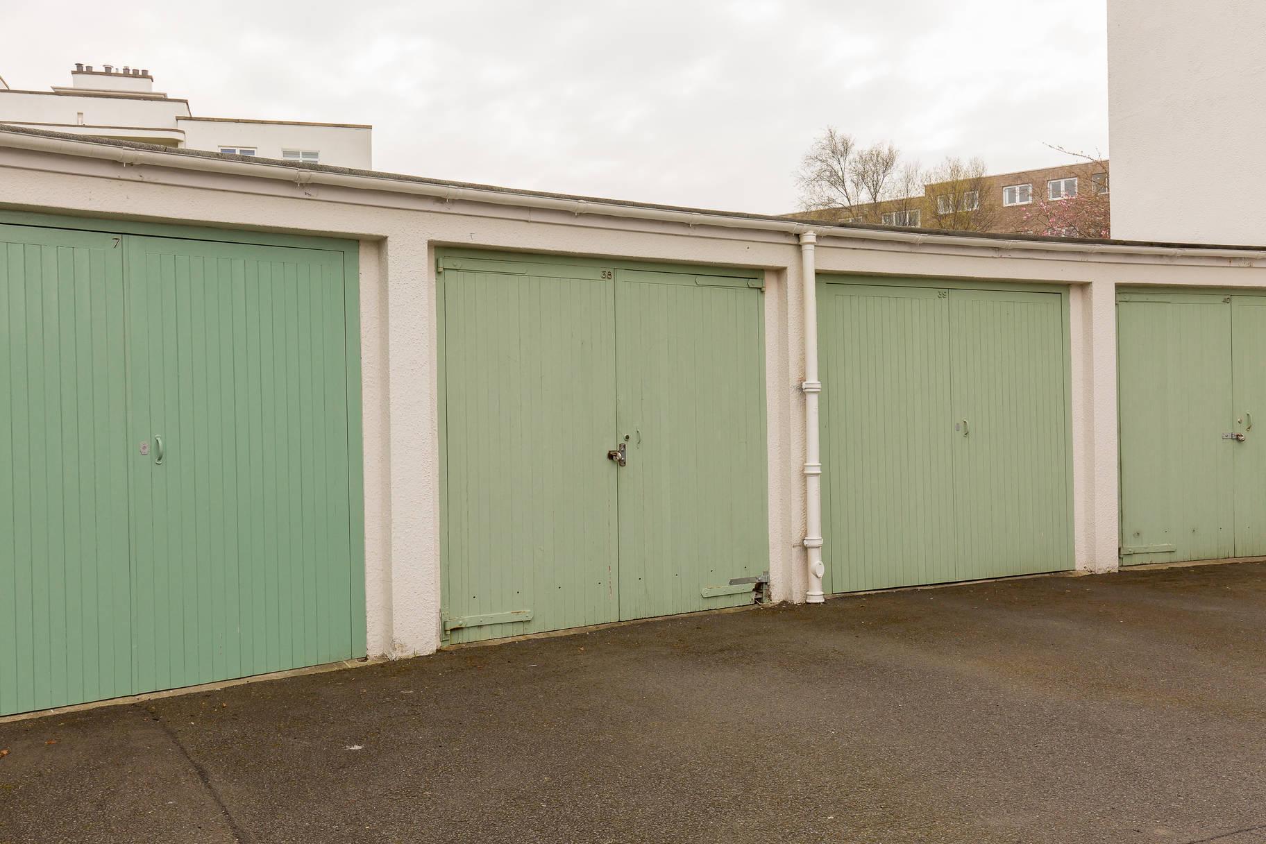 39 Ravelston Garden, Edinburgh, EH4 3LF