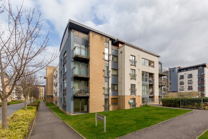 8/2 East Pilton Farm Avenue, Fettes, Edinburgh