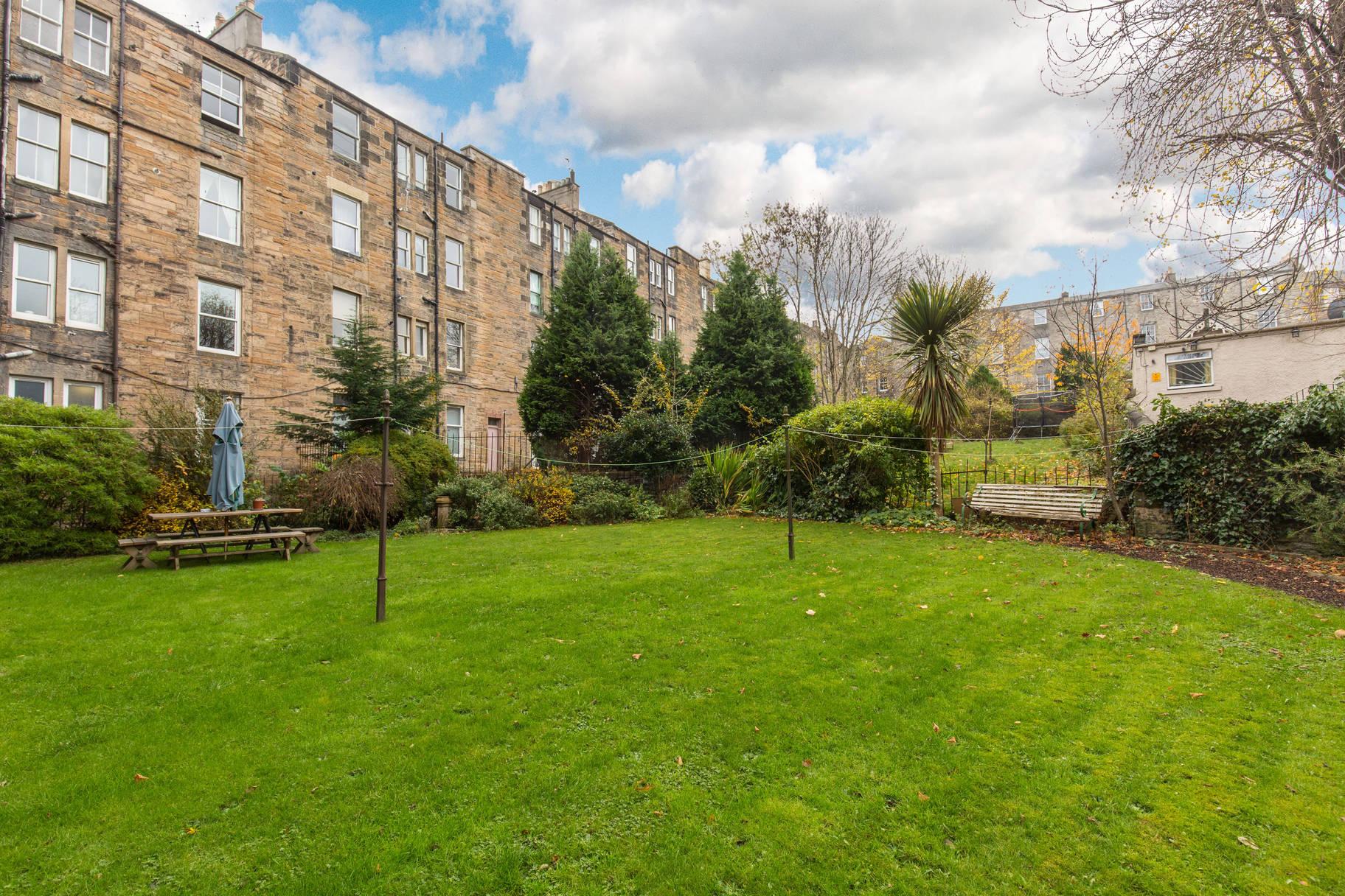 148 (1F2) Brunton Gardens, Hillside, Edinburgh, EH7 5ET