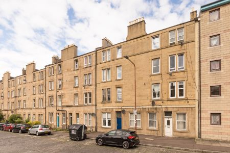 7 PF2 Cathcart Place, Dalry