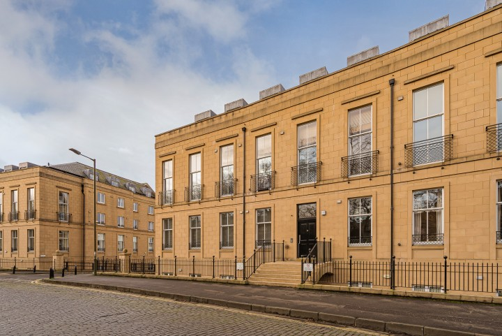 12/16 Hopetoun Crescent, Edinburgh EH7 4AU