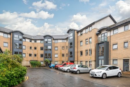 17/2 Rennie's Isle, The Shore, Edinburgh, EH6 6QB