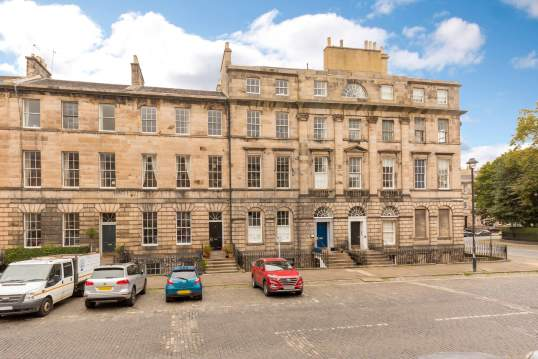 8/3 Great King Street, New Town, EDINBURGH, EH3 6QL