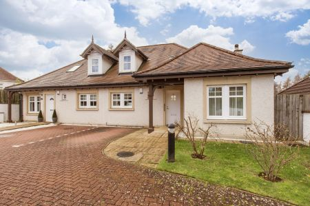 8 Braehead Park, Barnton