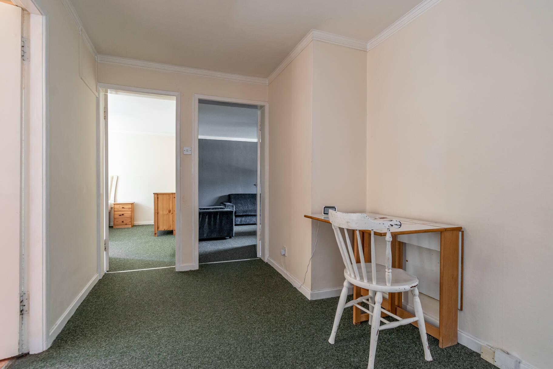 2/2 Maidencraig Court, Blackhall, Edinburgh, EH4 2BQ