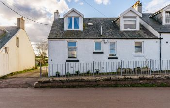 17 Woolford Cottages, West Calder